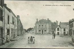 Soudan - Place De La Poste (rare) Animée - Sonstige Gemeinden