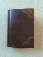 Briquet Ancien Sous Forme De Livre - Autres Collections