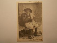 """Carte Postale - BRETAGNE - Le Sorcier De La Montagne """"Laouic Coz"""" Attendant Ses Consultations (88-89/VIL) - Personnages"""