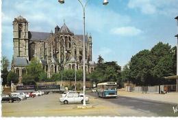 LE MANS - La Cathédrale Saint Julien H 24.506 - Autobus - Le Mans