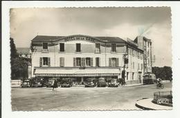 CHATEAUROUX . RUE BOURDILLON ET L HOTEL DE LA GARE .. VOITURES  AUTOBUS - Chateauroux