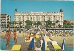 T3337 Cannes - La Plage De L'Hotel Carlton - Femme Ragazza Girl Frau Chica / Non Viaggiata - Cannes