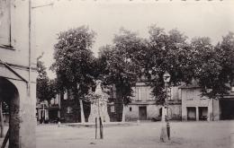 32 - L'ISLE JOURDAIN - Place Gambetta. - Otros Municipios