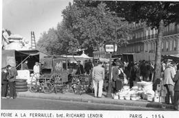 PARIS FOIRE A LA FERRAILLE BOULEVARD RICHARD LENOIR EN 1954 (CARTE PHOTO) - France