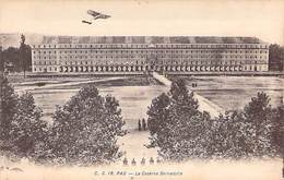 64 - PAU - La Caserne Bernadotte. C. C. 16 Carrache - Pau