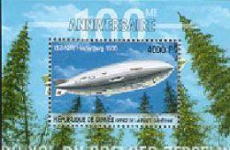 GUINEE   2077  MINT NEVER HINGED SOUVENIR SHEET OF AVIATION - Flugzeuge