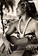 JEUNE FILLE A LA GUITARE - Tahiti