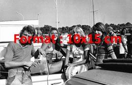 Reproduction D´une Photographie De Sylvie Vartan, Johnny Hallyday, Sheila Et Françoise Hardy En Vacances - Reproducciones