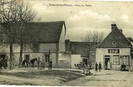 Nogent Le Phaye Place Du Tertre (3 Scans) Phot Martin (ht Dr Pli) Automobile, Maréchal Ferrant En Action, Marchd De Vins - France