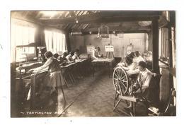 Carte Photo ARUNDEL Tortington Park Elèves Filles Dans  Un Salle De Tissage Pupils Girls In A Classroom Of Weaving - Arundel