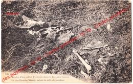 CPA Militaria - Guerre 1914-18 - Restes D'un Soldat Français Dans Le Bois De Caures - Squelette - War 1914-18