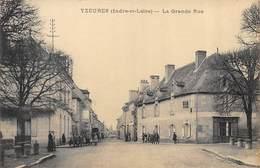 CPA 37 YZEURES LA GRANDE RUE - France