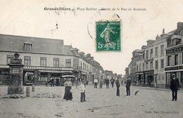 CPA GRANDVILLIERS - PLACE BARBIER - ENTREE DE LA RUE DE BEAUVAIS - Grandvilliers