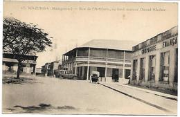 MADAGASCAR - MAJUNGA - Rue De L'Artillerie, Au Fond Maison Daoud Aladine - Madagascar