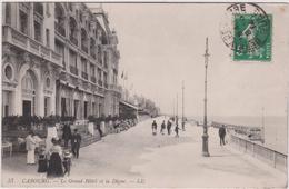 Calvados : CABOURG :  Vue  Grand  Hotel Et  Digue - Cabourg