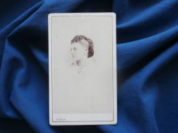 Photo CDV Disdéri à Paris - Portrait Nuage Jeune Femme  Chevelure à Deux Teintes, Actrice ? Second Empire Vers 1865 L303 - Anciennes (Av. 1900)
