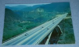 TRAMO DE LA AUTOPISTA CARACAS- LA GUAIRA, VENEZUELA- ORIGINAL OLD POSTCARD - Venezuela