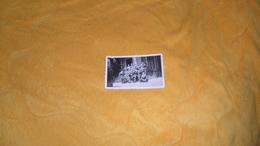 PHOTO ANCIENNE DATE ?./   PHOTOGRAPHIE LIEU A IDENTIFIER TABAC ?. REGIMENT MARINE. PLAQUE BIERES BORDEAUX....? - Krieg, Militär