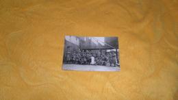 CARTE PHOTO ANCIENNE ECRITE DE 1924./   PERE 100 / CLASSE 1922 PRIEZ POUR LUI. / USINE ?. - Krieg, Militär