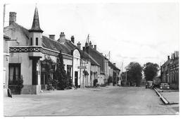 21 - ROUVRAY - Hotel Du Vieux Morvan Et Route De Lyon - Editions De Bourgogne Pouilly En Auxois - 1953 - Peugeot 203 ? - Autres Communes