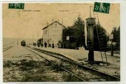 VAILLANT  La Gare, Avec Train Arrivant, Réseau Secondaire, Rare - Autres Communes