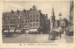 CPA Cambrai Place D'Armes Et Saint-Géry Voitures Très Anciennes - Cambrai