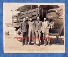 Photo Ancienne Snapshot - CHINE / CHINA - Portrait D' Homme Devant Un Camion - Truck Chinese Boy Asia Asian - Cars