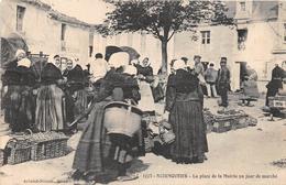 ¤¤  -  1778  -    ILE De NOIRMOUTIER   -   La Place De La Mairie Un Jour De Marché   -  ¤¤ - Ile De Noirmoutier