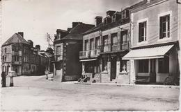 Mayenne : VILLAINES  La  JUHEL  : La  Place  1955 - Villaines La Juhel