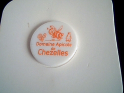 Jeton De Caddie Plastique, Domaine Apicole De Chezelles, Abeille, Neuf Et Emballé - Jetons De Caddies
