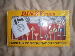 PANNEAUX DE SIGNALISATION ROUTIERE  DINKY TOYS  EDIT ATLAS - Autres Collections