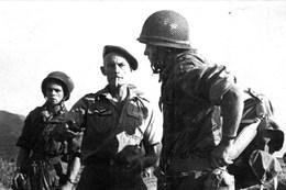 Militaria Indochine - Dien Bien Phu - Le Colonel Langlais - Documenten