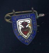 Ancien Insigne émaillé Amicale Filles De La Croix Guingamp  Ins3 - Other