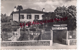 33 - BEAULAC BERNOS- L' HOTEL MALLET - CARTE PHOTO 1955 - BERGER -MARTINI- KINA LILET - Altri Comuni