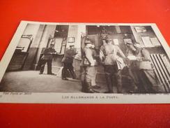 CARTE POSTALE  SOLDATS ALLEMANDS A LA POSTE A LILLE (NORD)PENDANT L'OCCUPATION 14/18 - Documents