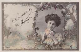 Carte 1909 SOUVENIR DE MAYET / FEMME ET FLEUR - Mayet