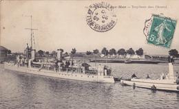 17. ROCHEFORT SUR MER. CPA TRÈS RARE. TORPILLEURS DANS L'ARSENAL. ANNÉE 1910 - Rochefort