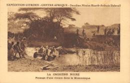 MOZAMBIQUE  LA CROISIERE NOIRE  PASSAGE D'UNE RIVIERE  EXPEDITION CITROEN - CENTRE AFRIQUE  AUTOMOBILE - Mozambique