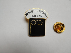 Optique Les Arcades à Cachan , Lunettes , ( Lettres Légérement Effacées ) - Cities
