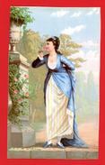 Ancienne Chromo Grand Format, Jeune Femme Avec Rose, Robe Bleue, Dans Un Jardin - Trade Cards
