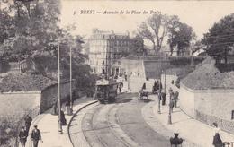 29.  BREST .CPA. AVANCÉE DE LA PLACE DES PORTES. ANIMATION. TRAMWAY - Brest