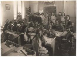 2 Photos De Classe Ecole Brechbühl Genève Mlle Herlin  5ème Année Filles 1922-24 Phot: C.G. Georges Genève - Geïdentificeerde Personen