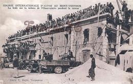 (84) Course Internationale D' Autos Au Mont Ventoux - La Foule Sur La Toiture De L' Observatoire - Carpentras - 2 SCANS - Carpentras