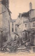 55 VERDUN LA RUE SUR LES GROS DEGRES APRES LE BOMBARDEMENT  / LL 818 - Verdun