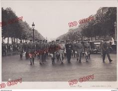 Beau Format Photo Studio Arax Bd Raspail Paris Manifestation Défilé Militaire Médaille Décoration - Guerre, Militaire