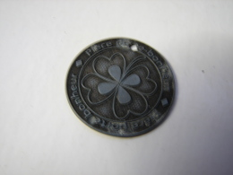 Méd. 4. Ancienne Petite Médaille Porte Bonheur. Trèfle à Quatre Feuilles - Toeristische