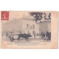 CPA (13) TARASCON - Une Arrivée De Taureaux - Coin Rue Des Halles Et Cours Natio - France