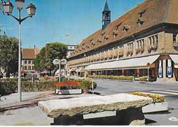 25 - MONTBÉLIARD - La Pierre à Poissons Devant Le Pavillon Central Des Halles - Montbéliard