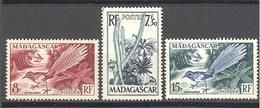 Madagascar: Yvert N° 322/324*; Flore; Oiseaux; Birds - Madagascar (1889-1960)