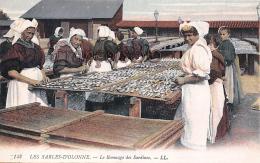 (85) Les Sables D' Olonne - Le Remuage Des Sardines - CPA Colorisée - 2 SCANS - Sables D'Olonne